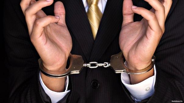 фотографии полных женщин в руках держащих наручники